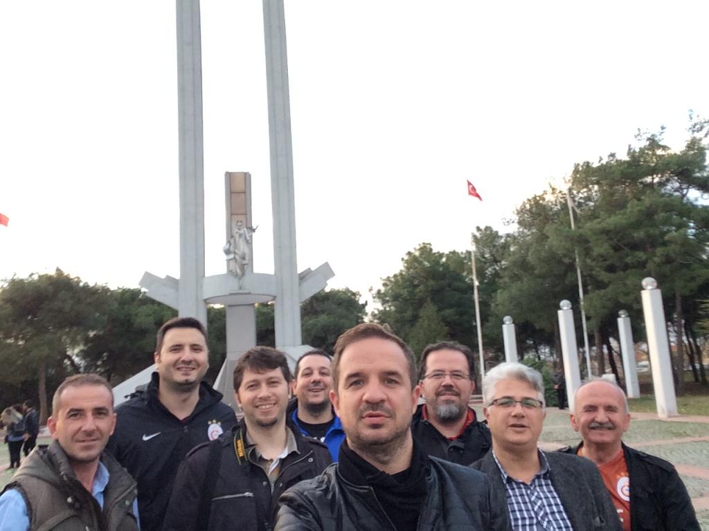 Lozan Anıtı Önünde Günü Birlik Git Gel İstanbul – Edirne Seyahati. Fatih Tur mu? Kesinlikle.