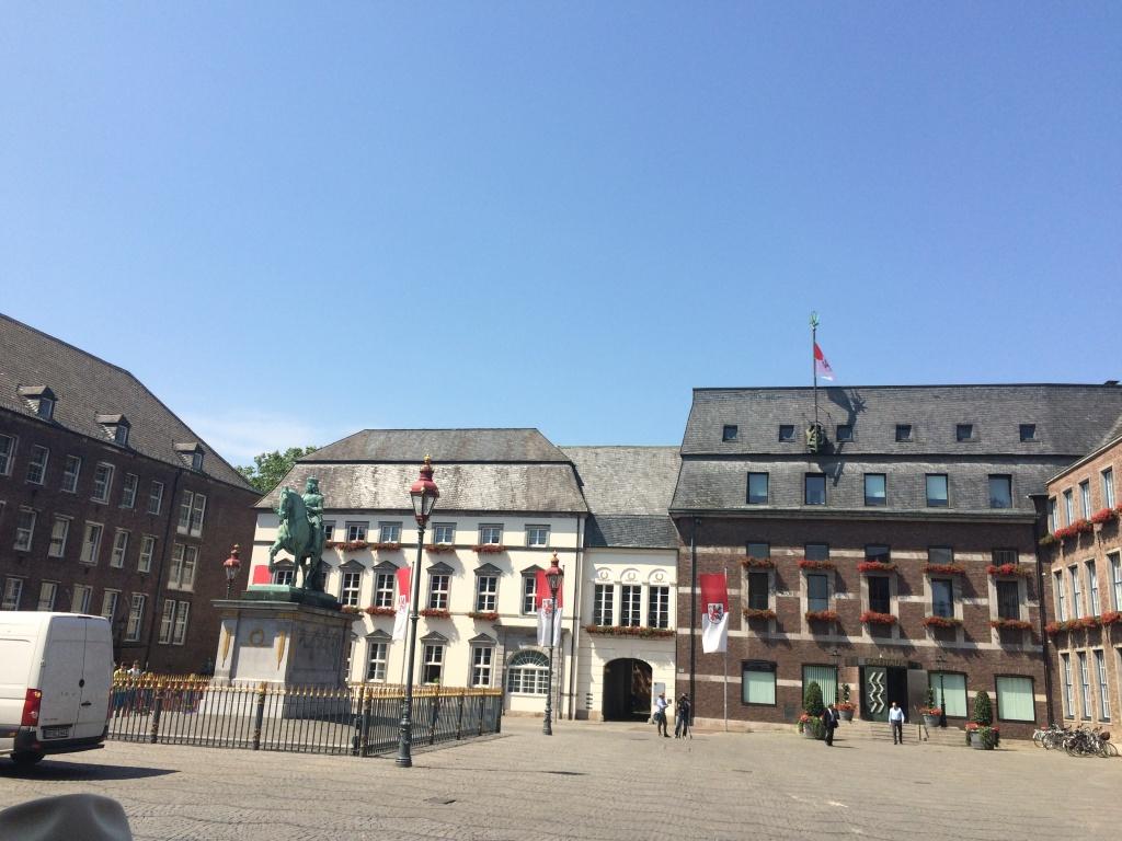 Düsseldorf Marktplatz Düsseldorf'u Keşfetmek